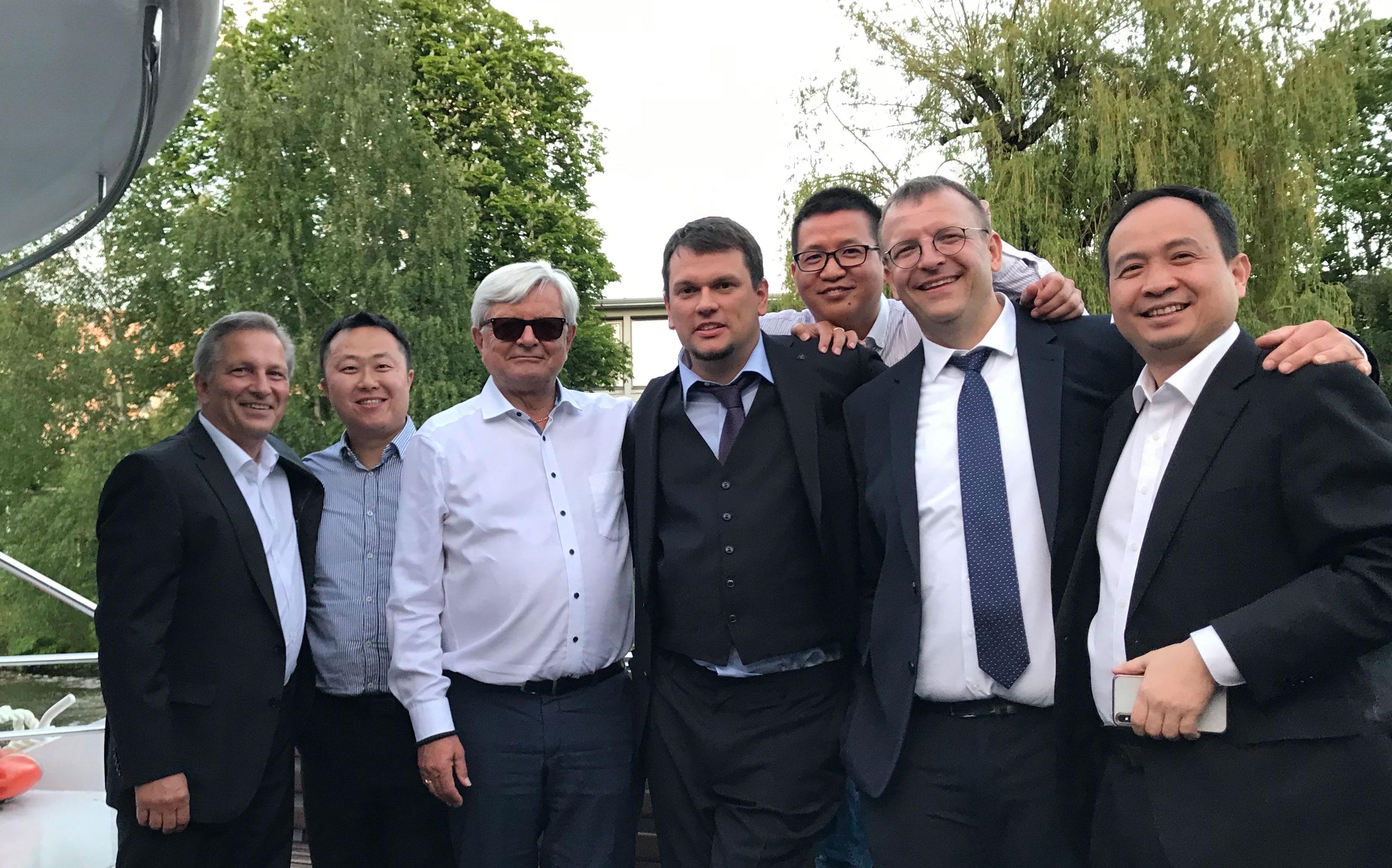 Michael Büttner (links im Bild) unterstützt das Team von G&G Image.